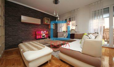 rosoban stan na četvrtom spratu. Tibra / Stup