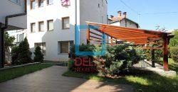 Kuća sa garažom i prostranom baštom, Bjelave / Centar