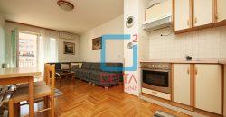 Funkcionalan trosoban stan sa dvije lođe, Tibra / Stup