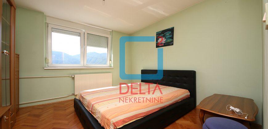 Trosoban stan na trećem spratu, Ilidža