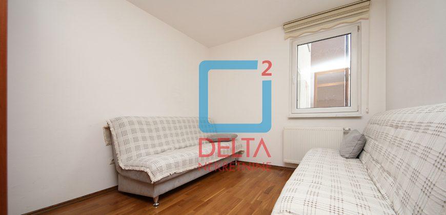 Namješten trosoban stan na drugom spratu, Stup