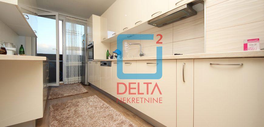 Luksuzno opremljen četverosoban stan sa garažom, Stup