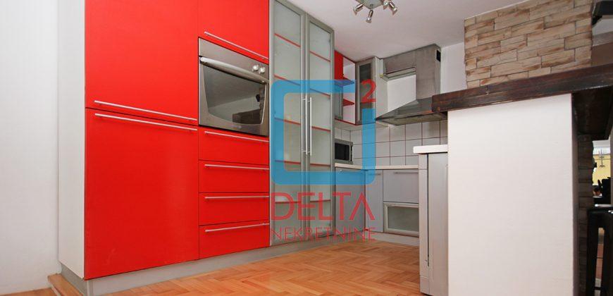 Adaptiran trosoban stan na prvom spratu, Grbavica