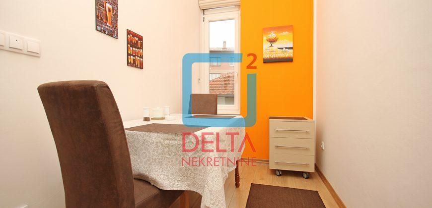 Adaptiran jednosoban stan na odličnoj lokaciji, Centar