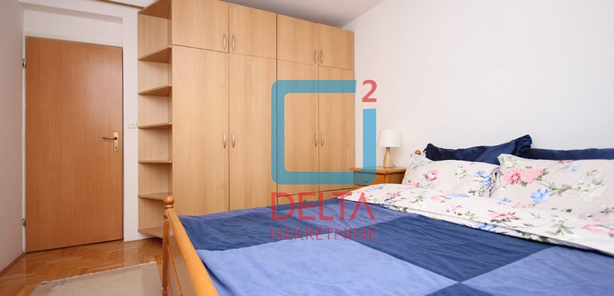 Četverosoban stan od 115 m2 na prvom spratu, Vraca