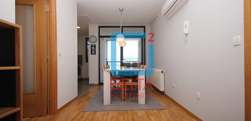Kvalitetno adaptiran trosoban stan na 2. spratu, Vraca