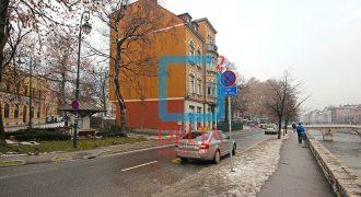 Trosoban stan sa parking mjestom, Stari Grad