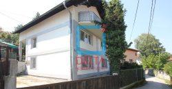 Trosoban stan sa baštom / Grbavica