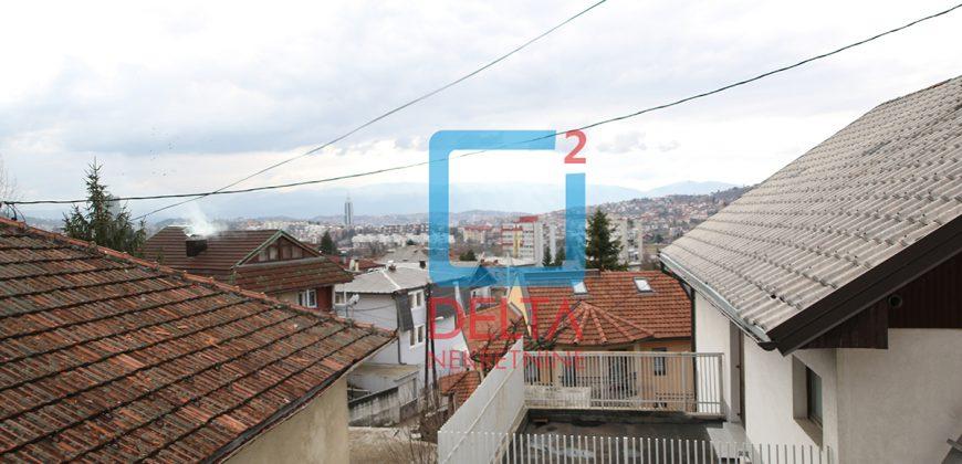 Kuća sa 5 zasebnih stanova i tri garaže, Koševo / Centar