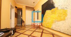 Luksuzno opremljen trosoban stan na 1. spratu, Centar