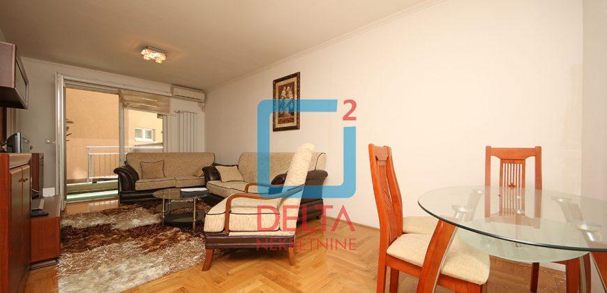 Dvosoban stan na prvom spratu sa prostranom terasom, Stup / Tibra