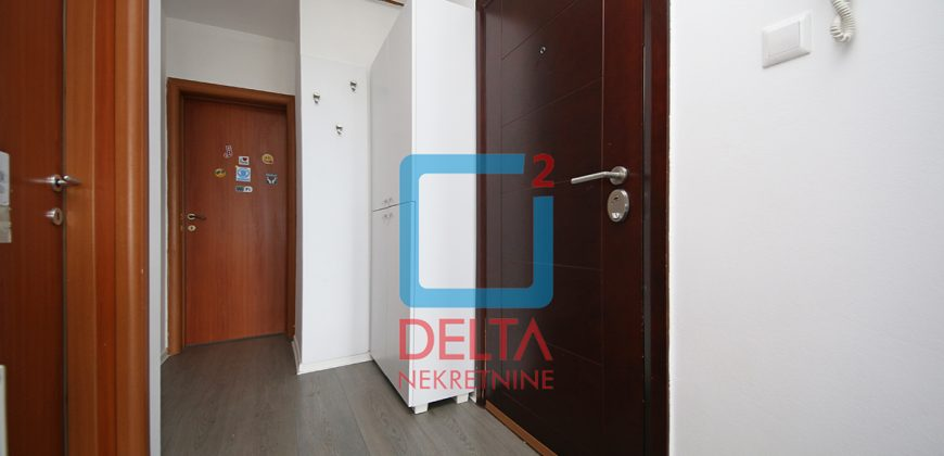 Trosoban stan sa prostranom terasom 20m2, Dobrinja 5