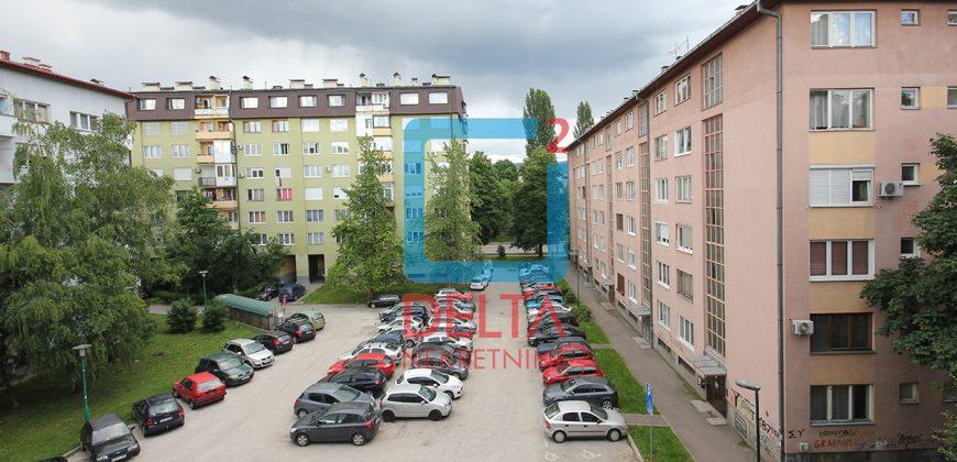 Namješten jednosoban stan na trećem spratu, Grbavica
