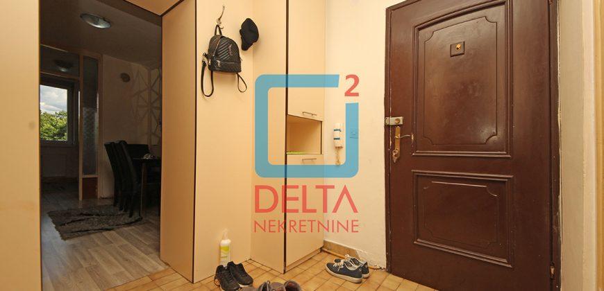 Trosoban stan na drugom spratu, Dobrinja 4