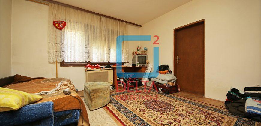 Četverosoban stan sa garažom u prizemlju kuće, Aneks