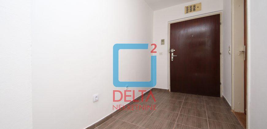 Praktična garsonjera / stan na drugom spratu / Dobrinja