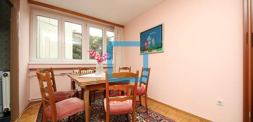 Troiposoban stan 96m2 na drugom spratu, Drvenija / Centar