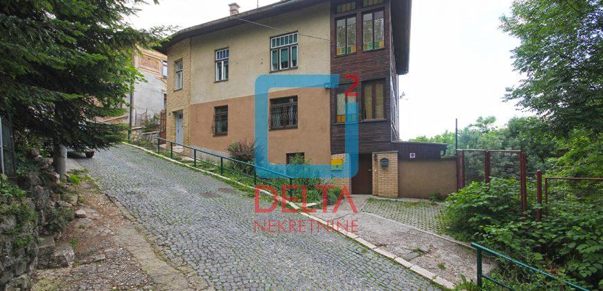 Trosoban stan sa baštom i parkingom, Bistrik