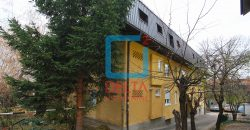Iznajmljuje se opremljen trosoban stan, naselje Džidžikovac, Centar