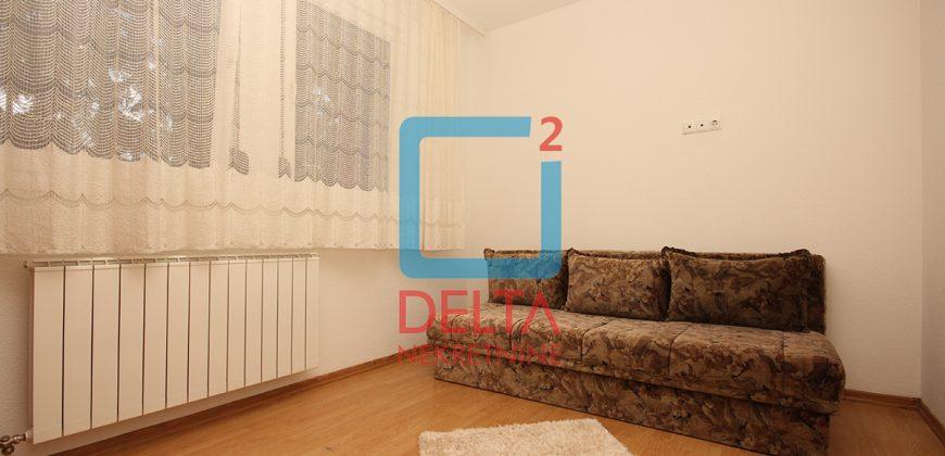 Dvosoban stan sa uključenim režijama, Mojmilo