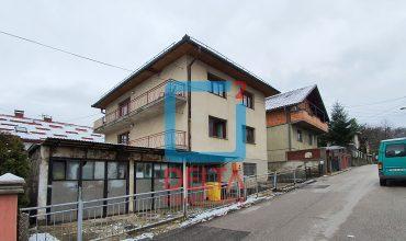 Kuća na dva sprata sa 2 garaže, Vraca
