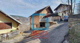 Dvospratna kuća sa lijepim pogledom, na parceli 367m2, Zmajevac / Stari Grad