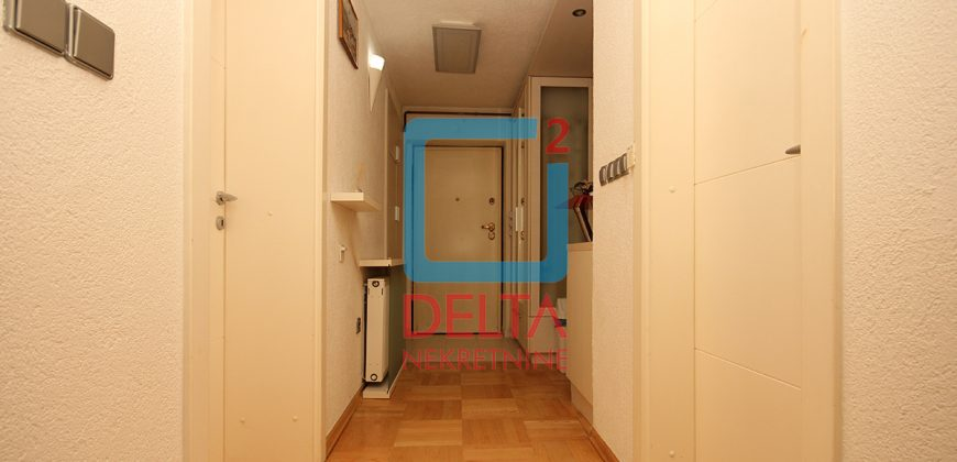 Trosoban stan na 1. spratu, Centar
