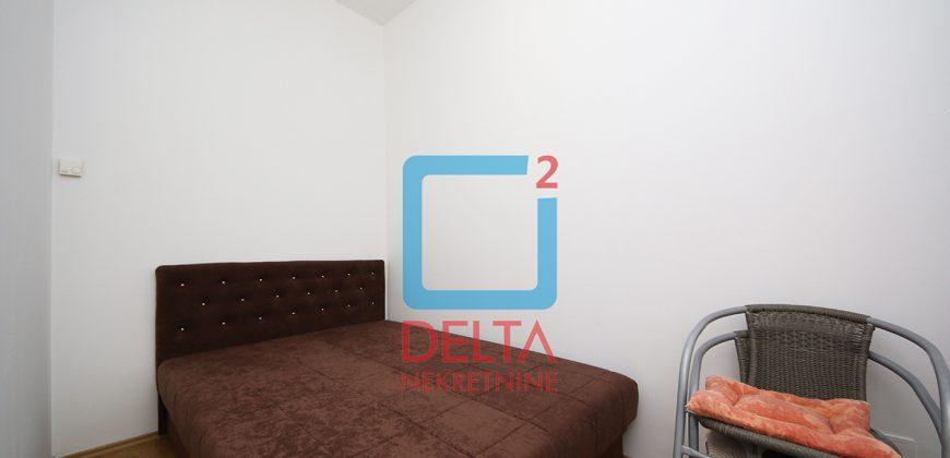 Dvosoban stan sa dvorištem / garaža / Pionirska dolina