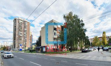 Trosoban stan / dva balkona / 4. sprat / Hrasno / Čengić Vila