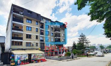 Trosoban stan u zgradi od fasadne cigle, Boljakov Potok